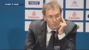Laurent Blanc a-t-il fait un doigt d'honneur lors de sa conférence de presse le 27 juin 2013 ?