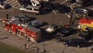 Etats-Unis : police et pompiers intervenant après la fusillade dans une école de Newtown, 14/12/12