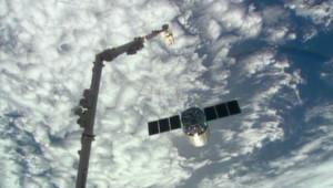 La capsule de ravitaillement Cygnus juste après avoir été détachée de la Station spatiale internationale, le 18 février 2014
