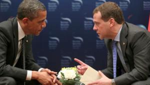 Barack Obama (g.) et Dmitri Medvedev (d.), le 27/3/12, à Séoul