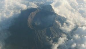 Le volcan Mont Raung, sur l'île de Java en Indonésie