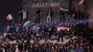 """Les drapeaux étrangers à la fête de la victoire de Hollande à la Bastille ont fait """"jaser"""" à droite. Le 6 mai 2012."""