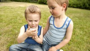 enfants smartphone portable illustration