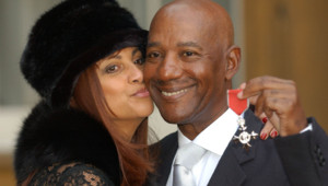 Le chanteur du groupe Hot Chocolate et sa femme et sa femme Ginette en 2003.