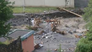 Une route effondrée en raison des crues à Barèges (Haute-Pyrénées) le 20 juin 2013.