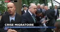 Migrants : à Calais, Valls mêle fermeté et compassion