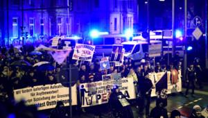 Des milliers de personnes, répondant à l'appel d'un mouvement islamophobe, se sont rassemblées à Leipzig pour protester contre l'arrivée massive des réfugiés, le 11 janvier 2016.