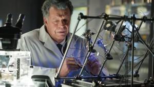 Fringe - Saison 4 Episode 3. Série créée par J.J. Abrams, Alex Kurtzman, Roberto Orci en 2008. Avec Anna Torv, John Noble, Joshua Jackson et Blair Brown.
