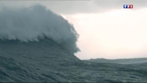 Le 20 heures du 27 décembre 2013 : Au c%u0153ur des vagues avec les chasseurs de temp�s - 1756.765