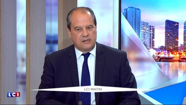"""Cambadélis : """"Sarkozy profite de l'absence de Juppé pour s'imposer comme l'homme fort de la droite"""""""