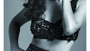 Monica Bellucci pose pour le calendrier 2013 Hear the World.