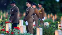Des soldats britanniques qui commémorent le centenaire bataille de la Somme.