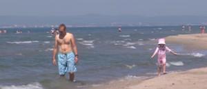 Premiers bains de soleil sur les plages en Ardèche