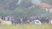 Un camp de 1.100 migrants a été évacué par la police grecque.