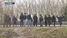 """Migrants : manifestation à Calais contre """"le mur de la honte"""""""