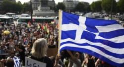 """Plusieurs milliers de personnes défilent à Paris par """"solidarité"""" avec la Grèce"""