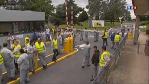 Aulnay : les salariés quittent l'usine bouleversés