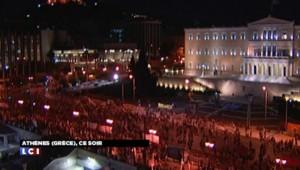 Crise de la Grèce : de nouvelles réformes discutées au Parlement, le peuple dans la rue
