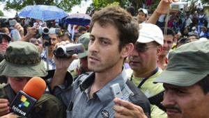 Le journaliste de France 24, Roméo Langlois, détenu par les Farc, a été libéré le 30 mai 2012, dans un village du sud de la Colombie.