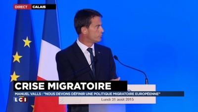 """Crise migratoire : """"Venir à Calais, c'est se jeter dans une impasse"""" prévient Valls"""