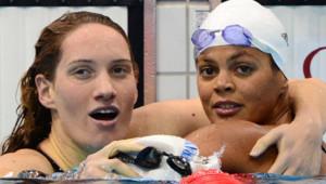 Camille Muffat et Coralie Balmy après leur troisième place en relais 4X200m nage libre dans la piscine olympique de Londres, le 1er août.
