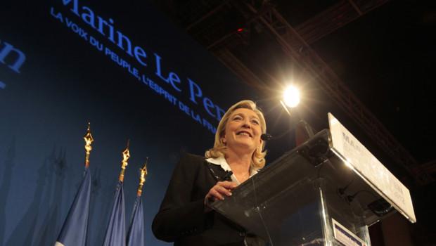 """""""Ce n'est qu'un début, continuons le combat"""", a lancé Marine Le Pen, la candidate du FN arrivée en troisième position de la présidentielle."""