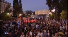 Référendum : les Grecs rassemblés devant le Parlement à Athènes