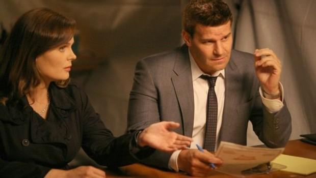Bones Saison 7. Série créée par Hart Hanson en 2005. Avec Emily Deschanel, David Boreanaz, T.J. Thyne et Michaela Conlin.