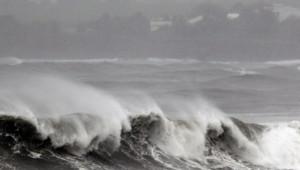 mer déchaînée cyclon tempête