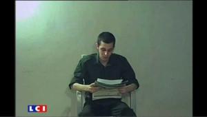 Le soldat israélien Gilad Shalit, détenu à Gaza depuis 2006, dans une vidéo envoyée aux autorités israéliennes.