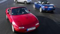 Les trois générations du roadster japonais Mazda MX-5 (ou Miata), lancées respectivement en 1989, 1997 et 2005