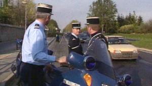 Gendarmes lors d'un contrôle routier