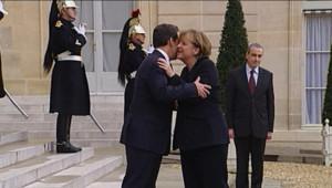 Nicolas Sarkozy recevant Angela Merkel à l'Elysée pour un déjeuner de travail consacré à l'euro (5 décembre 2011)