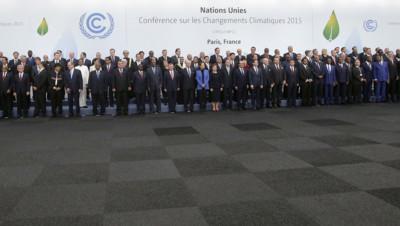 Photo de famille des 150 chefs d'Etat et de gouvernement réunis le 30 novembre 2015 au Bourget pour la COP 21