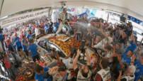 Sébastien Ogier (Volkswagen) est heureux : il vient de remporter son deuxième titre de champion du monde en WRC.