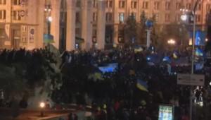 Ukraine : manifestation de l'opposition à Kiev, nuit du dimanche 1er au lundi 2 décembre 2013