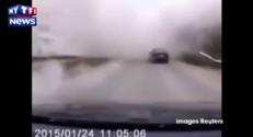 Un automobiliste sous les bombardements de Marioupol
