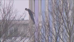 Un forcené menace de sauter du 5 étage d'un immeuble à Rosny sous bois