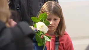 Une fillette aux obsèques de Grégory Lemarchal