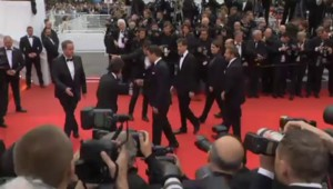 """Cannes 2014 : l'équipe très masculine de """"Foxcatcher"""" montent les marches"""