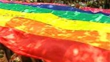 Le rainbow flag lors d'un gay pride parisienne