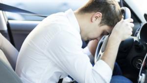 sommeil fatigue voiture endormissement homme véhicule chauffeur conducteur