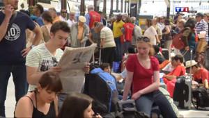 Le 20 heures du 13 juin 2014 : Gr� SNCF : r�tions de voyageurs en col� - 795.991