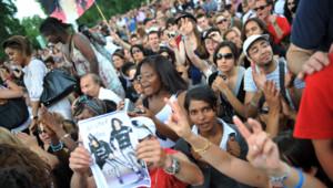 Rassemblement de fans de Michael Jackson sous la Tour Eiffel à Paris le 29 juin 2009.