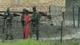 Un ex-détenu en France, Obama fait marche arrière
