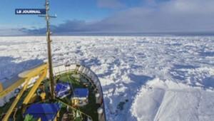Le navire russe bloqué par la glace en Antarctique.