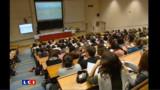 """Port du voile à l'université : Valls veut de la """"cohérence"""", les Français globalement contre"""