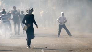 Lors de la manifestation pro-palestinienne interdite à Paris, les forces de l'ordre ont fait usage de gaz lacrymogène face à un groupe qui leur lançait des projectiles.