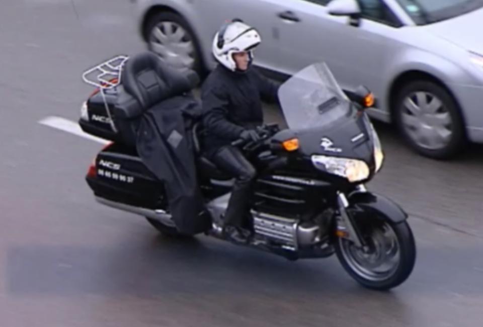 vid o automoto jt de la moto 2 les motos taxi mytf1. Black Bedroom Furniture Sets. Home Design Ideas
