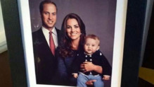 Prince William, Kate Middleton et prince George dans un portrait de famille